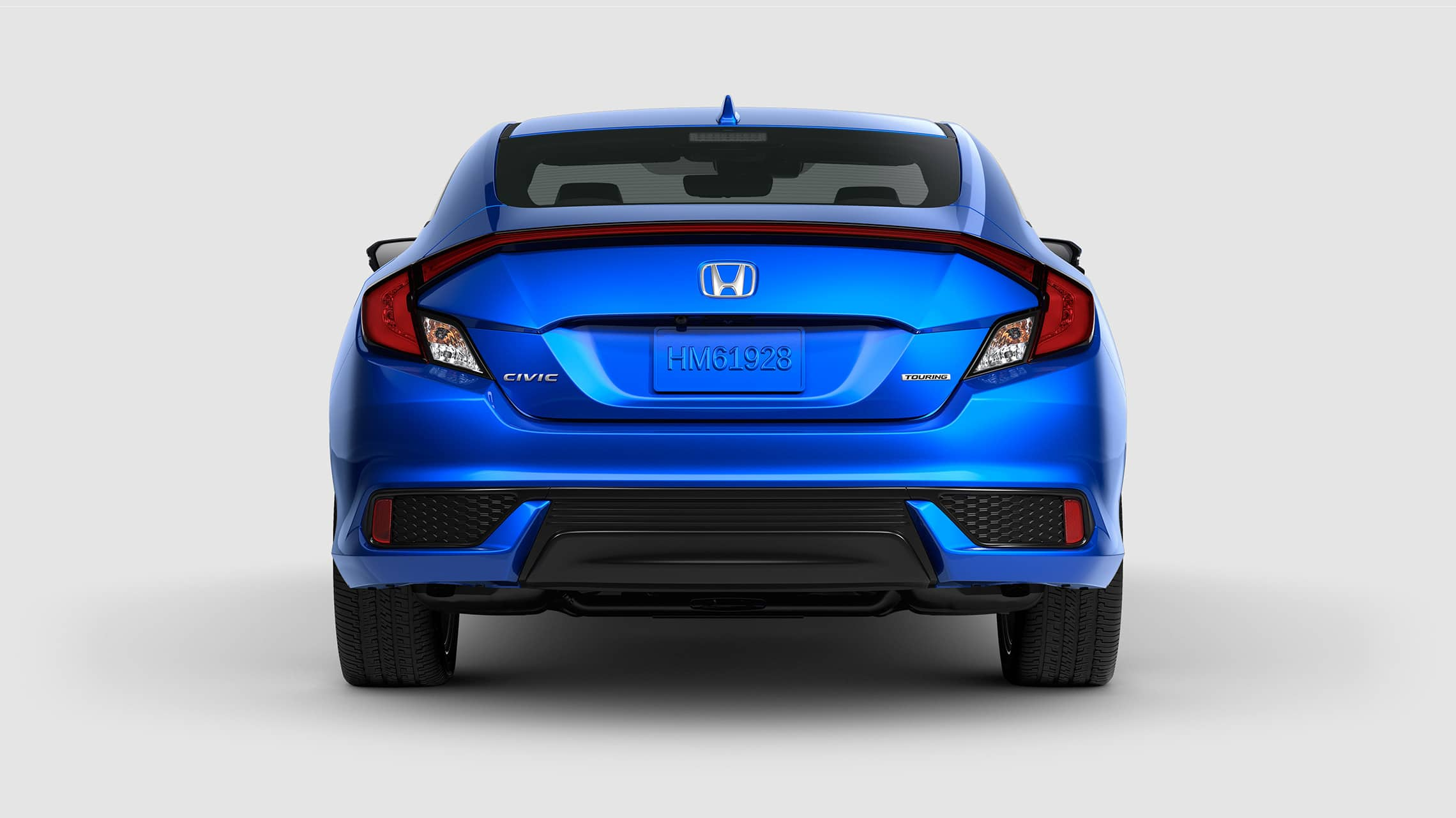 Vista trasera del Honda Civic Touring Coupé 2020 en Aegean Blue Metallic.