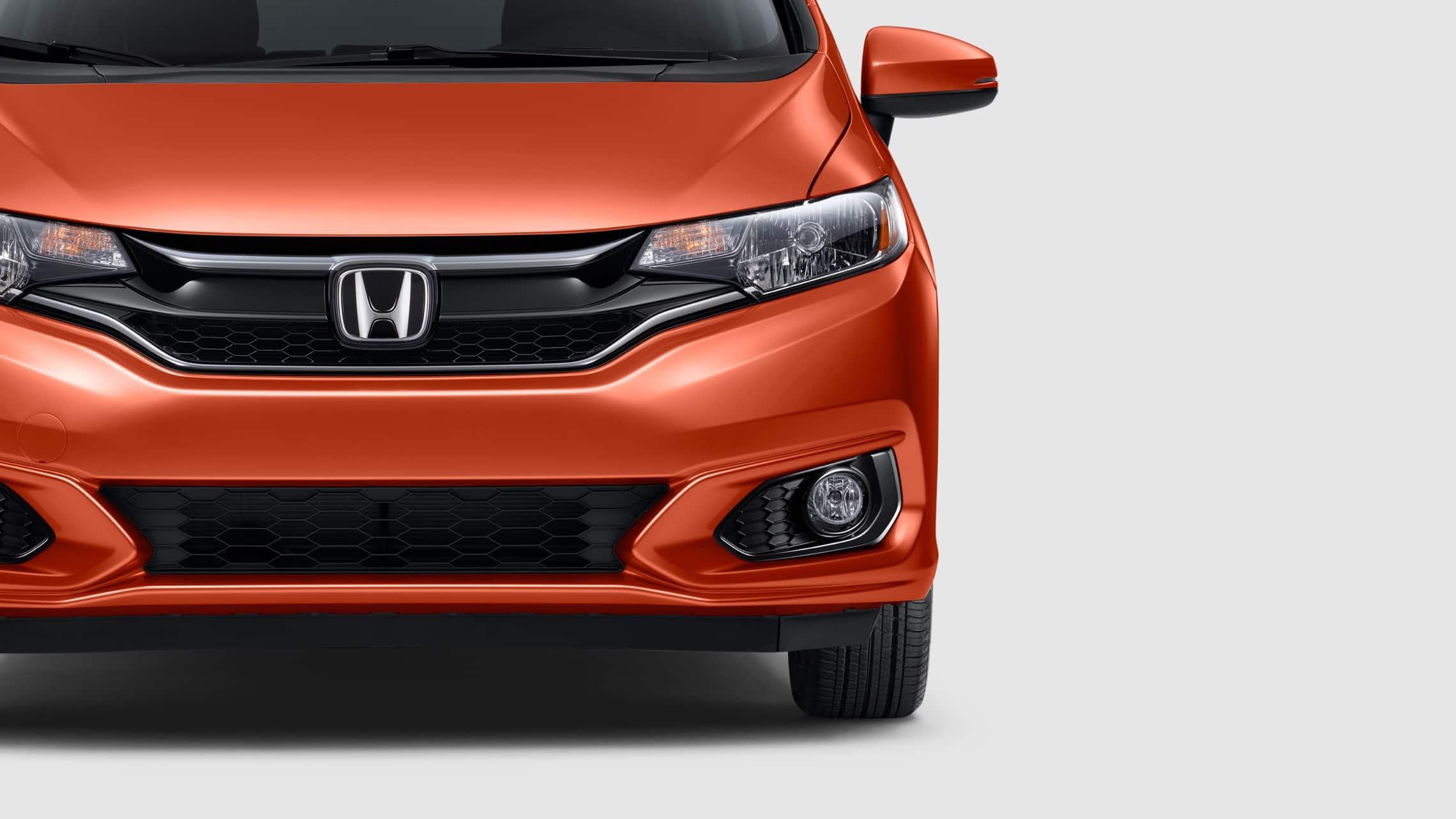 Vista exterior frontal del Honda Fit EX-L2020 en Orange Fury.