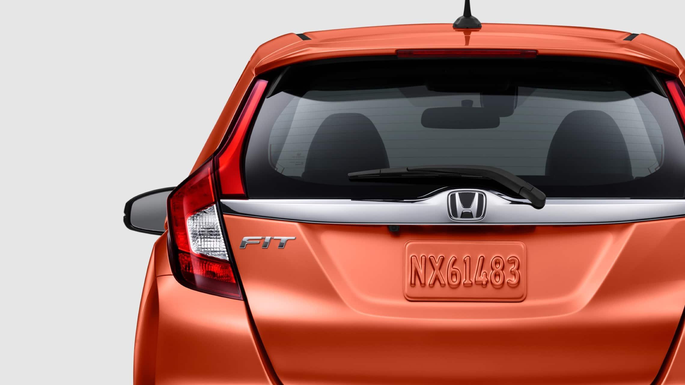 Vista exterior trasera de las luces de freno de LED del Honda Fit EX-L2020 en Orange Fury.