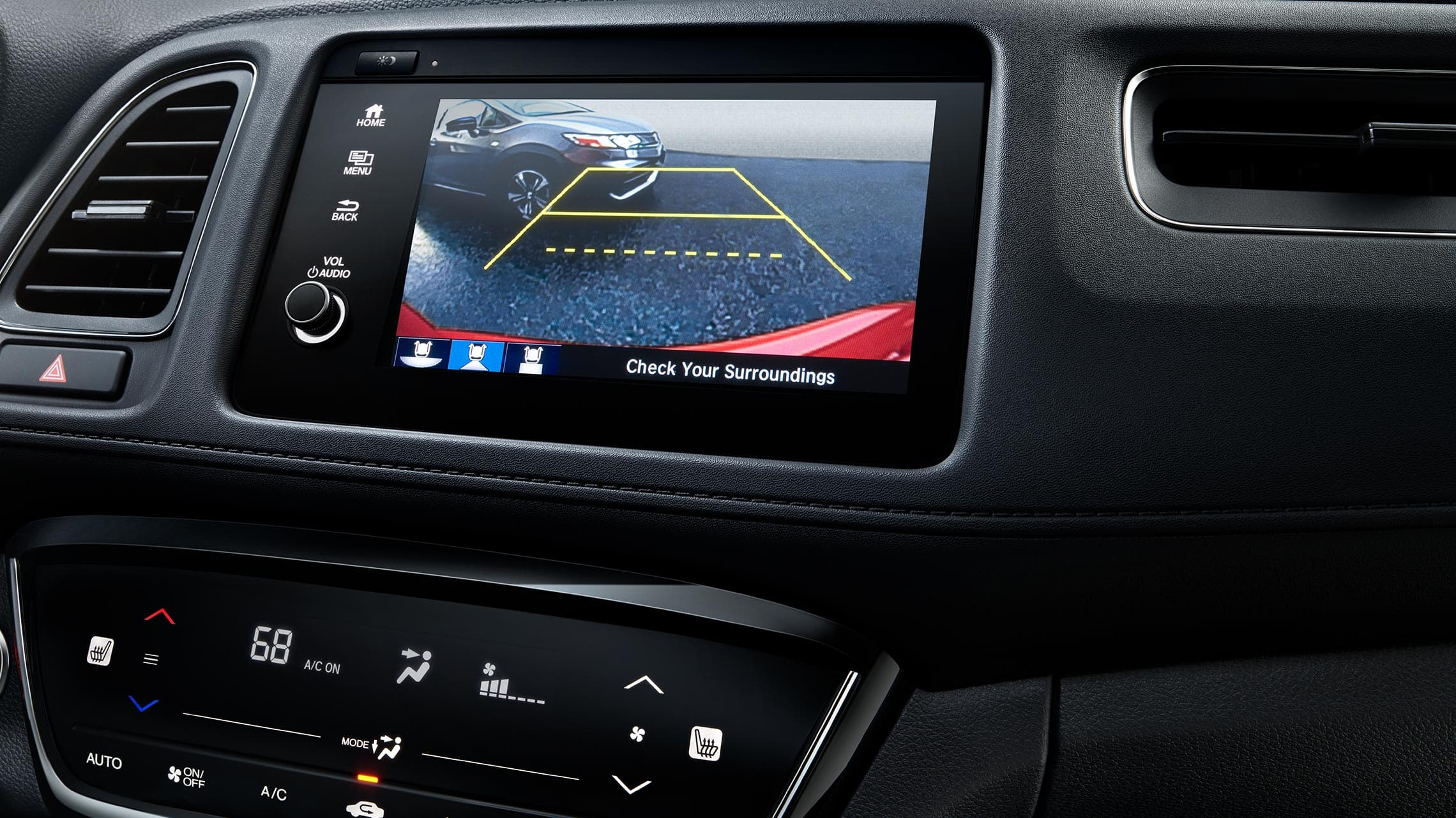 Detalle de la cámara de reversa multiángulo en el sistema de audio en pantalla táctil de la Honda HR-V Touring2020.