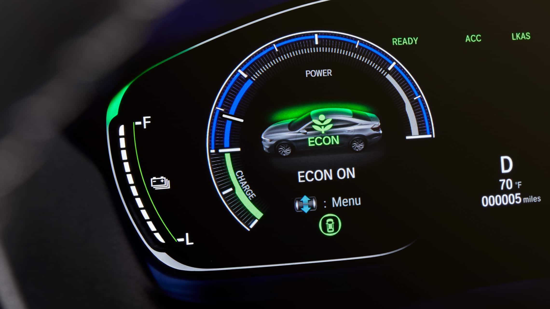 Detalle del manómetro en el Honda Insight Touring2020.