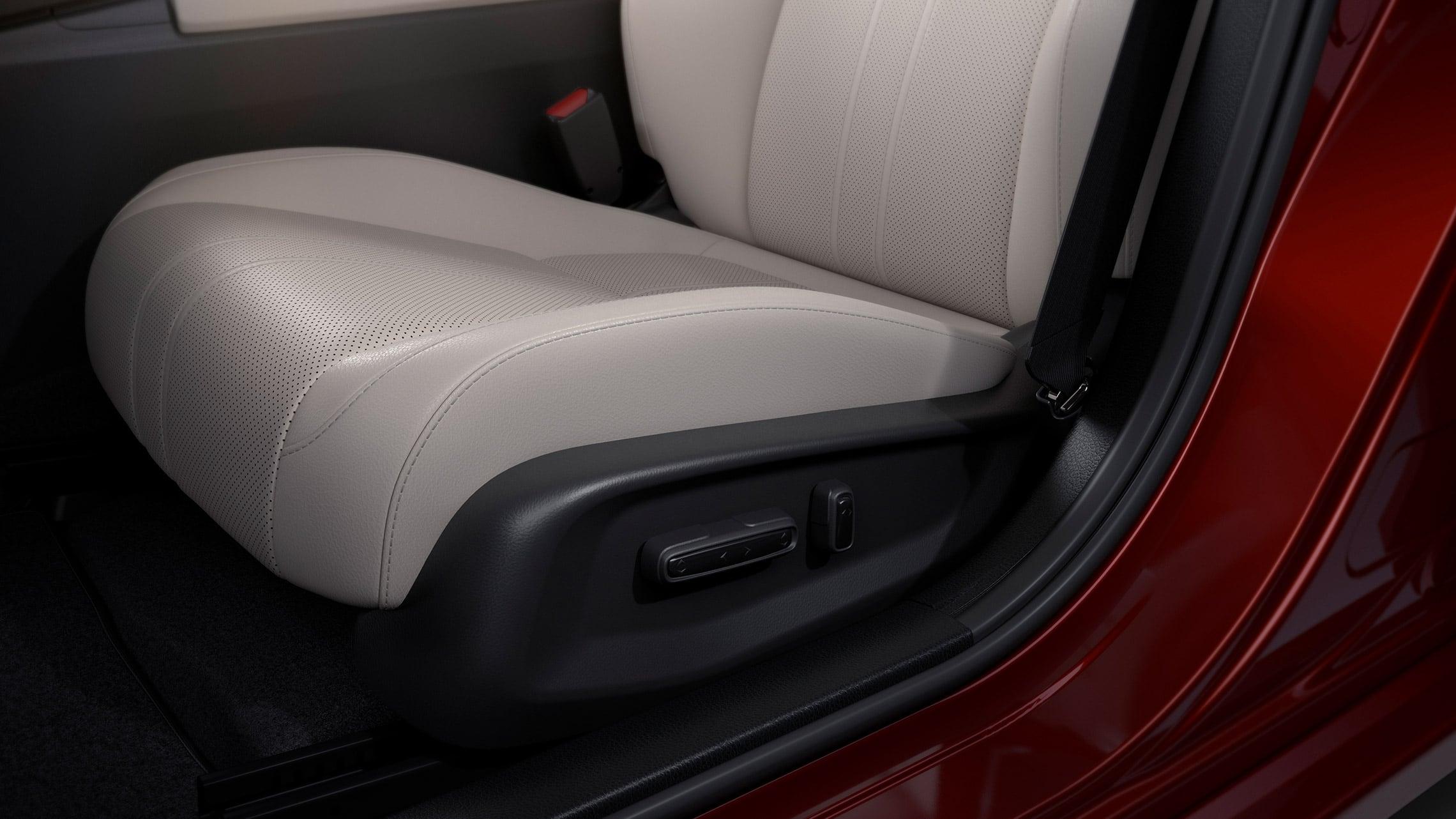 Detalle de los controles de ajuste eléctrico de 8posiciones en el Honda Insight Touring2020 con interior en Ivory.