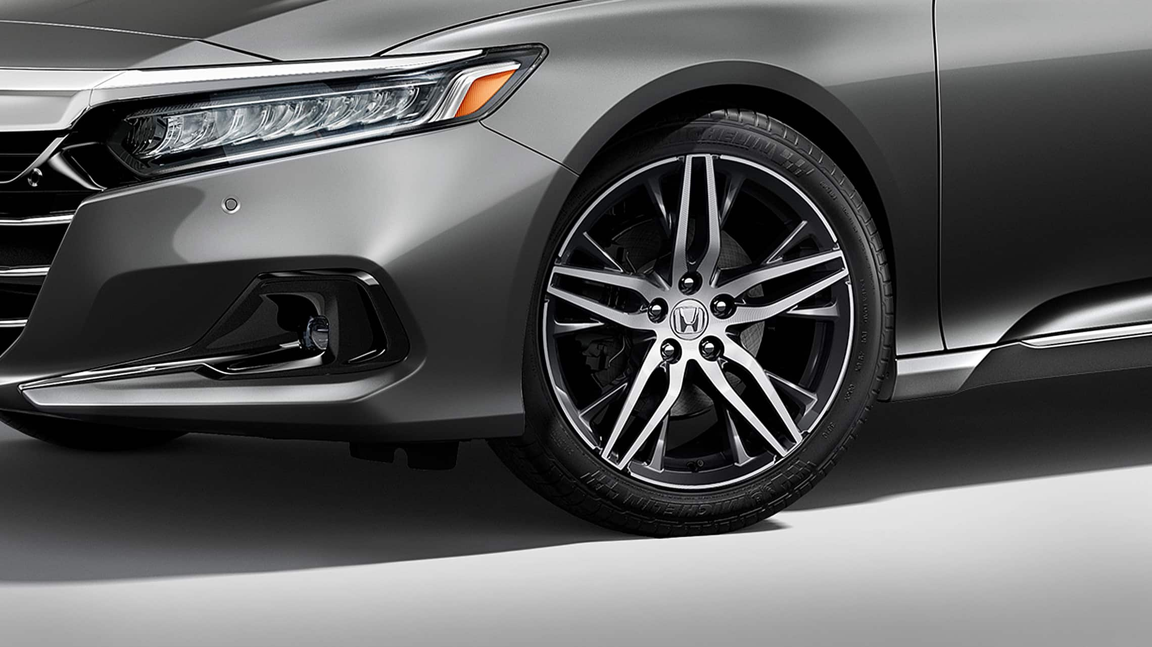 19-inch alloy wheel detail on the 2021 Honda Accord Touring 2.0T in Modern Steel Metallic.